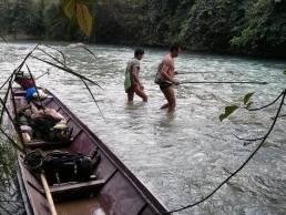 Pêche électrique dans la Nam Fuang